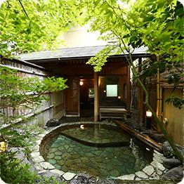 四 青石の露天風呂「山の辺の湯」 貸切風呂